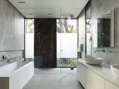 Image 12 of 23 from gallery of Waverley House / Ehrlich Yanai Rhee Chaney Architects. Photograph by Matthew Millman Stainless Steel Panels, Best Bath, Cute Home Decor, Modern Bathroom Design, Bathroom Designs, Bathroom Ideas, Tasting Room, California Homes, French Decor