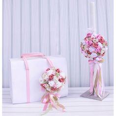 6aa851093ee ... Το Σετ Βαλίτσα και Λαμπάδα Flowers για κορίτσι είναι με δερμάτινη  βαλίτσα και λαμπάδα διακοσμημένη χειροποίητα με λουλούδια για μια ρομαντική  βάπτιση.