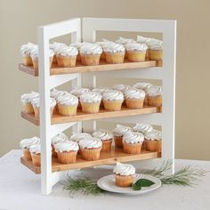 Wooden Cupcake Stands, Diy Cupcake Stand, Woodworking Tools For Beginners, Easy Woodworking Projects, Woodworking Jigs, Welding Projects, Woodworking Furniture, Carpentry, Small Wood Projects