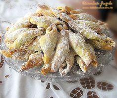 Hungarian cornulete fragede recipe (It is written . Hungarian Desserts, Romanian Desserts, Romanian Food, Hungarian Recipes, Cake Recipes, Snack Recipes, Dessert Recipes, Cooking Recipes, Croatian Recipes