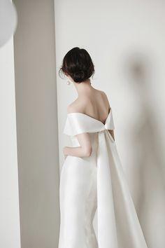 로브드케이 ROBE DE K Korean Wedding, Tennis Fashion, Korean Dress, Wedding Gowns, Wedding Outfits, Playing Dress Up, Rustic Wedding, Wedding Ideas, Pretty Dresses