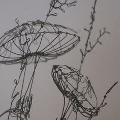 """Dernière création Cabinet de curiosité  """"Série champignon""""  Champignon & herbes folles sur soc... Sculptures Sur Fil, 3d Pen, Gal Pal, Wire Art, Cool Art, Creations, Arts And Crafts, Metal, Mushrooms"""