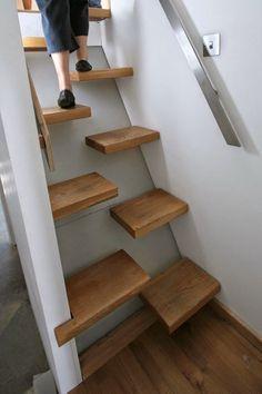 Se pensiamo ad una scala, ci viene in mente una semplice struttura verticale usata per accedere ad un piano superiore. Ma anche un elemento banale e funzionale come questo può essere esteticamente…