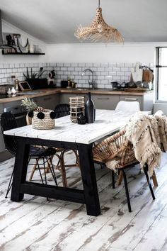 30 Chic Home Design Ideas - European interiors. Interior Design Kitchen, Cosy Kitchen, Kitchen Decor, Kitchen Ideas, Nature Decor, Home Accessories, Wood Floor, Weathered Wood, Grey Cabinets