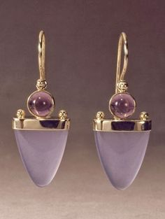 Bijoux Tendance : gold earring with chalcedony and amethyst by Patrick Murphy Modern Jewelry, Jewelry Art, Fine Jewelry, Jewelry Design, Fashion Jewelry, Unique Jewelry, Inexpensive Jewelry, Jewelry Findings, Trendy Jewelry