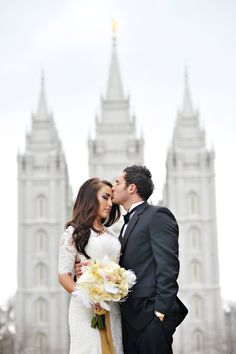 I soooo wish I had gotten a wedding photo like this in front of the temple!!