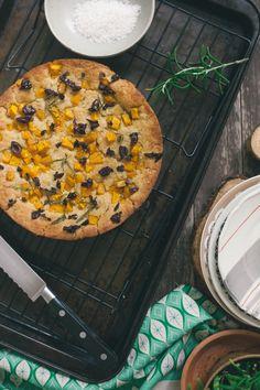 Rosemary + Roasted Pumpkin Focaccia Bread (gluten-free and vegan) Gluten Free Pumpkin, Vegan Pumpkin, Gluten Free Baking, Vegan Baking, Pumpkin Recipes, Pumpkin Squash, Roast Pumpkin, Savory Breakfast, Breakfast Recipes
