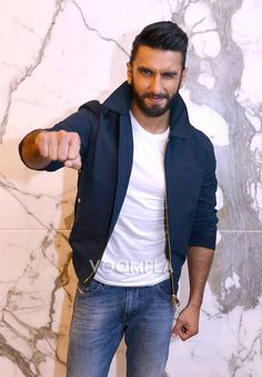 Ranveer Singh charms the cameras with his masti! via Voompla.com