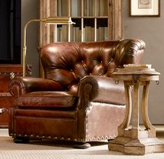 Sillón modelo Churchill RH en cuero vintage