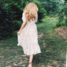 the white dress, bare feet, and the forest scene sells this picture for me. Fashion Fotografie, Up Girl, Dame, The Dress, Ideias Fashion, Flower Girl Dresses, Photoshoot, My Style, Wedding Dresses