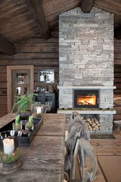 5 Celebrities Awesome Cabin In The Woods - Modern Survival Living Cozy Cabin, Cozy House, Winter Cabin, Rustic Room, Rustic Decor, Cabin Homes, Log Homes, Chalet Design, House Design