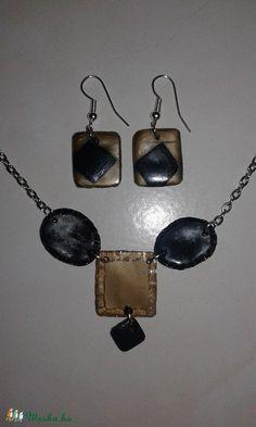 Egyedi PET flakonból sütött fekete-arany fülbevaló + nyaklánc, Ékszer, óra, Fülbevaló, Ékszerszett, Medál, Meska Petra, Jewelery, Wall Lights, Bottle, Handmade, Ideas, Decor, Jewelry, Decorating