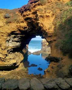 The Grotto Great Ocean Road Australia  #australie #australia #victoria #greatoceanroad #12apostles #twelveapostles #thegrotto #explore #travel #beautiful @visitgreatoceanroad @visitmelbourne @ig_australia__ @wanderaustralia @melbourne_insta #frenchtraveler #whv #instatravel #igtravel by julie_thibaud
