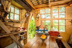 Tree Sparrow House (St. Keverne, Inglaterra) La cabaña de árbol definitiva. La puedes alquilar por AirBnB. Una maravilla rodeada de naturaleza perfecta para pasar un fin de semana en mitad de la naturaleza.