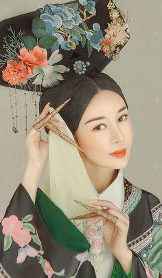 Japanese Geisha, Japanese Kimono, Chinese Clothing, Chinese Dresses, Hanfu, Cheongsam, Oriental Fashion, Ancient China, Qing Dynasty