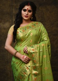 Beautiful Blonde Girl, Beautiful Girl Indian, Beautiful Saree, Gowns For Plus Size Women, Most Beautiful Bollywood Actress, Beautiful Women Over 40, Wedding Saree Collection, South Indian Actress Hot, Beauty Full Girl
