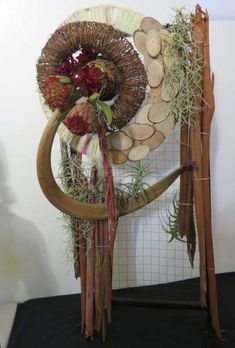 Table Centerpieces, Grapevine Wreath, Flower Designs, Planting, Flower Arrangements, Diy And Crafts, Floral Design, Recycling, Sculptures