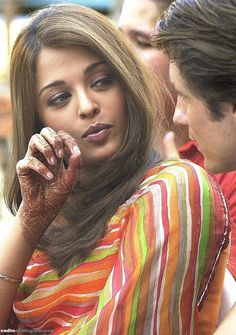 Aishwarya Rai on the last day of the shooting of the movie 'Bride and Prejudice' in Bombay on October 2003 Aishwarya Rai Images, Aishwarya Rai Photo, Actress Aishwarya Rai, Aishwarya Rai Bachchan, Aishwarya Rai Brother, Hollywood Actresses, Indian Actresses, World Most Beautiful Woman, Beautiful Ladies