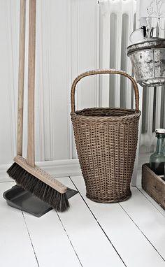 .#basket#wicker basket# home