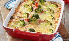 Broccoligratäng med chorizo eller annan stark korv är en jättegott. Tänk att något så lättlagat kan bli så lyxigt! Chorizo, Swedish Recipes, Lchf, Veggie Recipes, Quiche, Broccoli, Smoothies, Bacon, Recipies