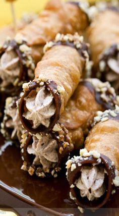 chestnut, chocolate and hazelnut cannoli Cannoli, Chestnut Recipes, Hazelnut Recipes, Weight Watcher Desserts, Just Desserts, Delicious Desserts, Dessert Recipes, Cupcakes, Dessert