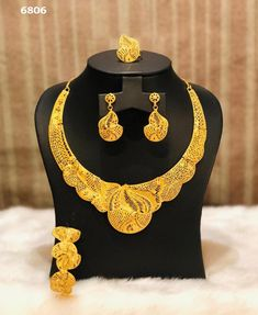 Gold Bangles, Gold Jewelry, Necklace Set, Gold Necklace, Gold Money, African Necklace, Gold Set, Gold Fashion, Plaque