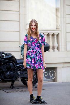 Come vestirsi con un look vintage moderno