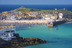 St Ives is home to some of the UK's most golden beaches Cornwall England, St Ives Cornwall, Yorkshire England, Yorkshire Dales, Seaside Village, Seaside Towns, Seaside Uk, Things To Do In Cornwall, St Ives Bay