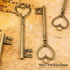 2 Antique Vintage Style Key Charms Pendant 084