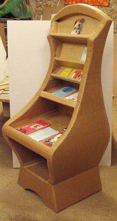 Rounded cardboard furniture. Expert level with Schmulb method