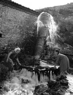 Washing the carpets, Tyrnavos, 1952 Old Time Photos, Old Pictures, Greece Photography, Street Photography, Old Greek, Greek History, Greek Culture, Big Love, Farm Life