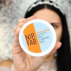 Start your day right with exfoliation and hydration for healthy glow! 💆🏻‍♀️💦 1️⃣ First of all, I love to start with @nipandfab Glycolic Fix…