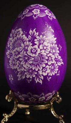 Buy an art egg on Art et Artisanat du Monde Egg Shell Art, Easter Egg Designs, Cute Easter Bunny, Scratch Art, Ukrainian Easter Eggs, Faberge Eggs, Egg Art, Egg Decorating, Vintage Easter