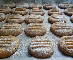 מחפשים מתכון לעוגיות פשוות וקלות להכנה? הגעתם למקום הנכון! מתכון לעוגיות שקדים קלות להכנה בניחוח לימוני משגע. עוגיות מעולות לאירוח ברגע האחרון או ליד כוס תה