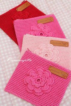 Kesällä käsityöt kulkevat mukanani lähes joka paikkaan, ja aina kun on hyvä väli, niin tartun virkkuukoukkuun.... Crochet Hobo Bag, Crotchet Bags, Crochet Pouch, Crochet Purses, Crochet Home, Diy Crochet, Crochet Pencil Case, Bags For Teens, Crochet Fashion