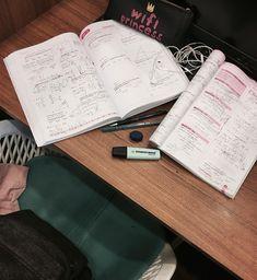 Study Organization, Planner Organization, School Motivation, Study Motivation, Study Corner, College Survival, Study Photos, Good Student, Study Space