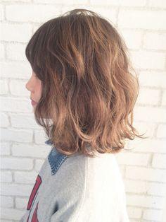 とろみ波ウェーブミディ_ba18115/ALBUM HARAJUKU【アルバム ハラジュク】をご紹介。2018年春の最新ヘアスタイルを300万点以上掲載!ミディアム、ショート、ボブなど豊富な条件でヘアスタイル・髪型・アレンジをチェック。
