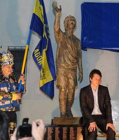 Estatua en honor a Guillermo Barros Schelotto, ídolo de Boca.