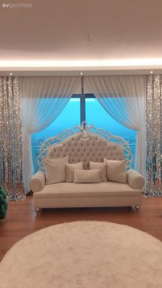 Unusual choices, bold colors in this home call Home Theater Curtains, Home Curtains, Window Curtains, Rideaux Design, Hidden Lighting, Living Room Decor, Bedroom Decor, Medallion Wall Decor, Bedroom Wall Colors