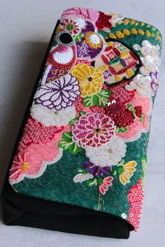 帰国されるお友達に「ビーズクラッチ3号」をプレゼント〜! | CUSTOM STORY | Daily Flower Embroidery Designs, Flower Applique, Beaded Embroidery, Beaded Purses, Beaded Bags, Japan Bag, Homemade Bags, Cute Kimonos, Unique Handbags