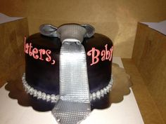 Oh my god!! I must have this cake!! @PansCadenza, my birthday's in a few months. JSYK ;) #FiftyShades