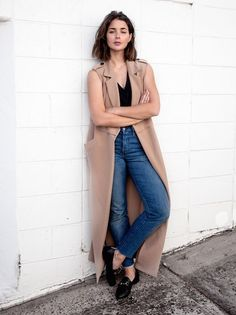 A Chic Way To Wear A Sleeveless Coat
