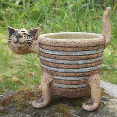 Květináč kočka hnědomodrý zlobivá kočka Ceramic Animals, Ceramic Art, Rogue River, Hand Built Pottery, Garden Ornaments, Animal Sculptures, Rogues, Bonsai, Garden Sculpture