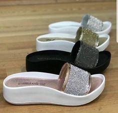 Cute Comfortable Flip Flops, Comfortable Shoes, Simple Shoes, Casual Shoes, Pretty Shoes, Cute Shoes, African Fashion, Fashion Women, Fashion Ideas