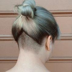 Gorge #undercut #buzzcut #napebuzz #girlswithshavedheads Thx @hairbymoe