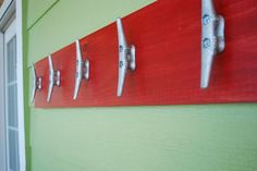 #Nautical decorating with #cleats as hooks. More ideas on Completely Coastal here: www.completely-co...