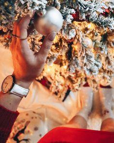 """Iris 🌸 Travel & Lifestyle on Instagram: """"It's beginning to look a lot like christmas. ✨🎄 Seit heute steht auch unser Christbaum und ich liebe es. 🤩 Für Familie und Freunde etwas…"""" Iris, Christen, Instagram, Fashion, Friends, Tree Structure, Love, Moda, Fashion Styles"""
