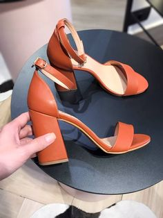 Pride Parade, Fashion Figures, All About Shoes, Luxury Shoes, Beautiful Shoes, Girly, Style Inspiration, Sandals, Elegant
