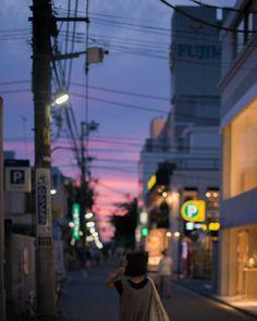 Kenji Okabe Photography Purple Aesthetic, Retro Aesthetic, Aesthetic Photo, Aesthetic Pictures, Photography Aesthetic, Arcade, Phone Backgrounds Tumblr, Vintage Drawing, Street Photo