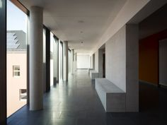 Liselotte Rauner School: Teachers and students use stairs and a ramp to access the entrance plateau, which is a covered terrace on a higher level than the public pavement. From there one can walk directly into the high, open foyer and can see all the floors at a glance. From the foyer, the main stairs lead upwards to the classrooms. The assembly hall, canteen and outer rooms for the lunch break are situated on the ground floor at the centre of the school.